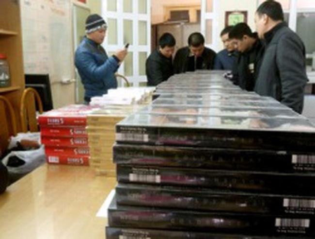 Hà Nội: Hàng nghìn cây thuốc lá ngoại nhập lậu bị thu giữ