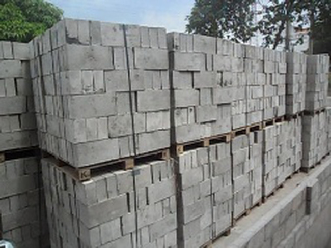 Vật liệu xây dựng tồn kho lớn