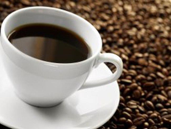 Giá cà phê thấp, nông dân hạn chế bán ra