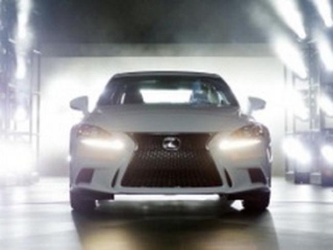 Hãng Toyota báo lỗi thêm gần 400.000 xe Lexus