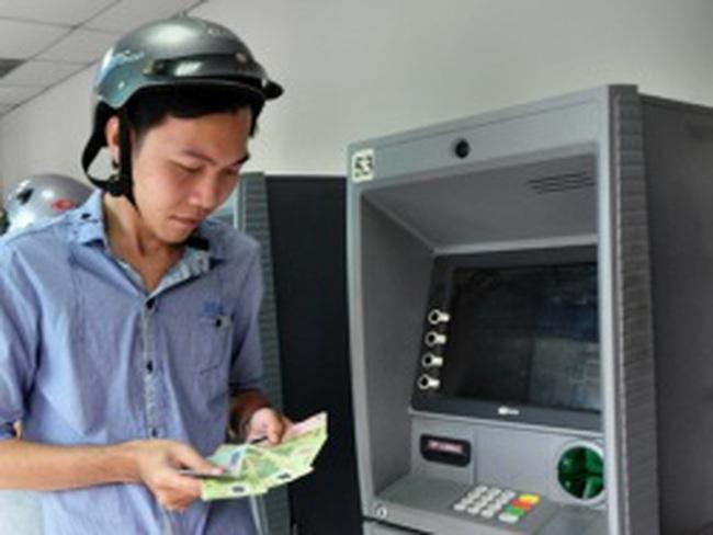 Phí tiền mặt: Chỉ béo ngân hàng!