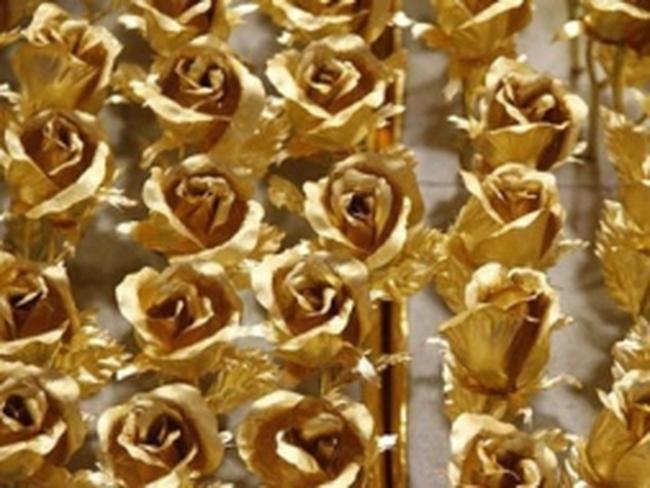 Săn hoa hồng dát vàng tặng Valentine