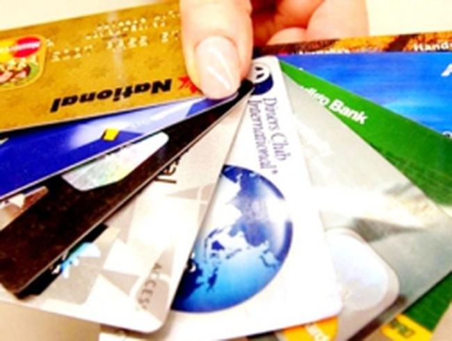 Thu phí ATM nội mạng: Cứ đến quầy mà rút tiền?