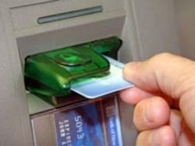 Trộm tiền từ thẻ ATM