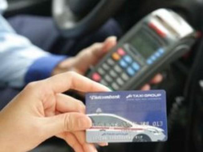 """Tiêu dùng từ thẻ tín dụng: Dụng"""" đã ổn, """"tín"""" thì chưa"""