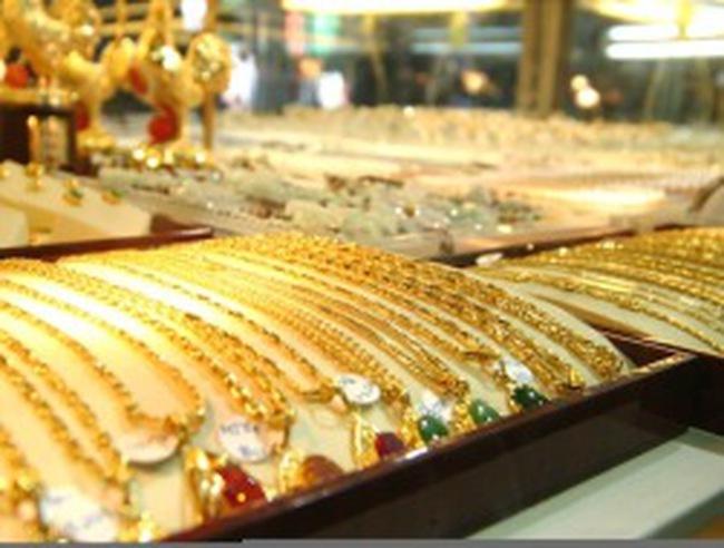 Vàng trong nước còn cao hơn thế giới 2,4 triệu đồng/lượng