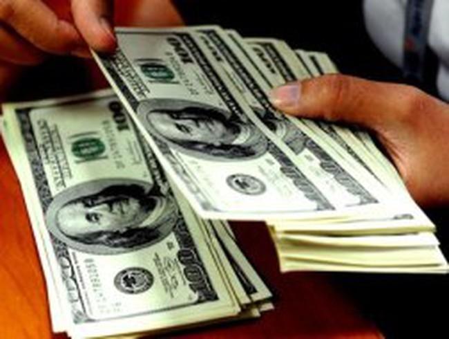Một số ngân hàng điều chỉnh giá giao dịch USD