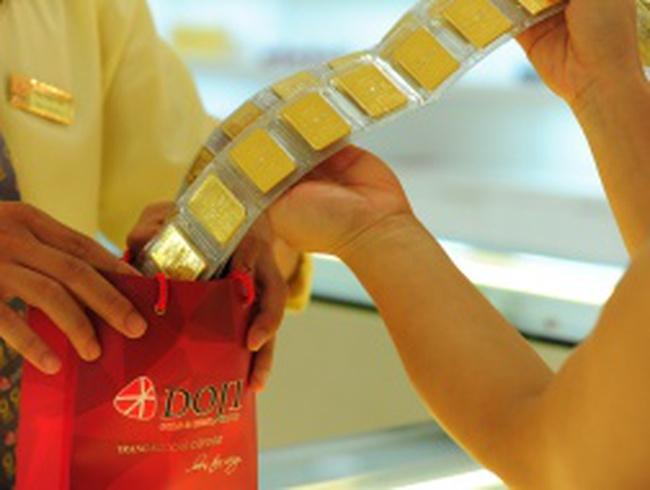 DN vàng co hẹp khoảng cách giá bán – mua về dưới 100 nghìn đồng/lượng