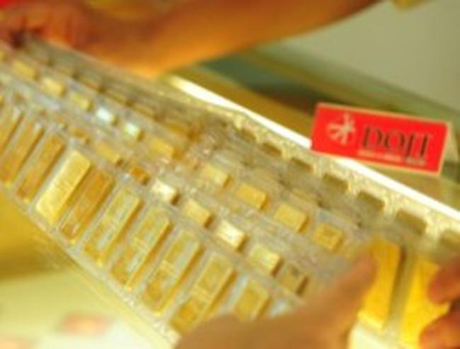 Chỉ giảm cho có, vàng trong nước lại cao hơn thế giới gần 5 triệu đồng/lượng