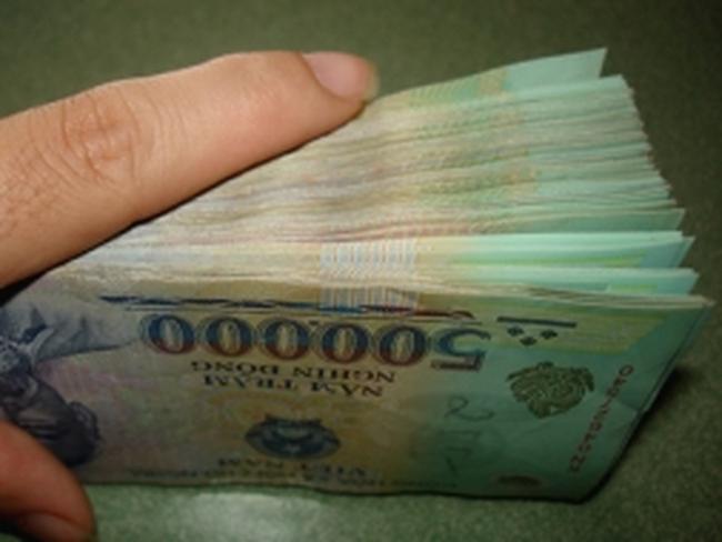 Giữ tiền đồng hay ngoại tệ ?