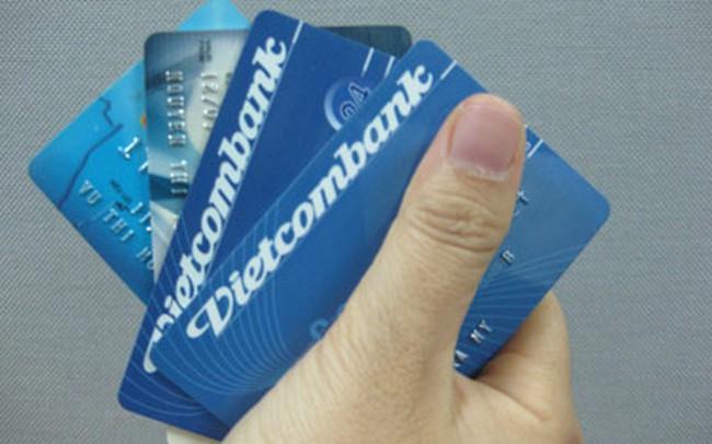 Chủ thẻ ngân hàng phải khai tên.. mẹ ruột