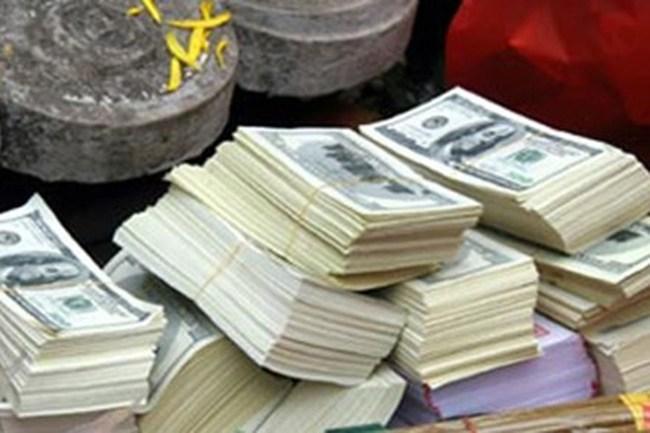 Cán bộ ngân hàng tráo đô la âm phủ lấy tiền thật: Lỗi do quản lý?