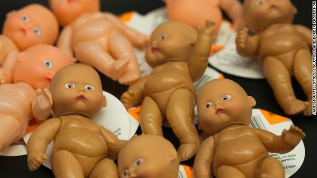 Mỹ tịch thu 200.000 búp bê độc hại nhập khẩu từ Trung Quốc