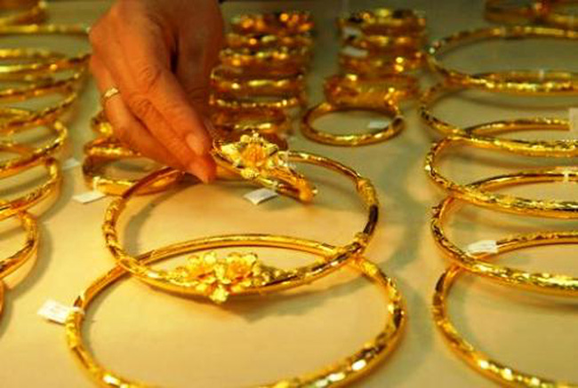 """Tài chính ngân hàng tuần 18–22/11: """"Tâm điểm"""" HDBank và giá vàng sụt mạnh"""