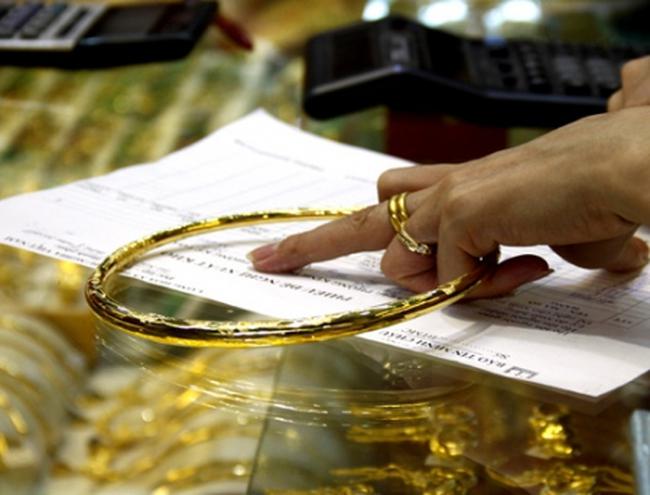 Vàng trang sức: Rộng cửa tín dụng, đo lường vẫn lo