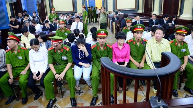 Bác đề nghị của Ngân hàng Nam Việt, tiếp tục phiên tòa!