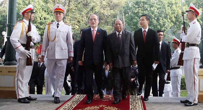Chủ tịch Quốc hội Nguyễn Sinh Hùng tiếp Chủ tịch Quốc hội Heng Samrin