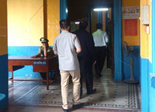 Ông Nguyễn Bá Thanh đang dự phiên tòa xử Huyền Như