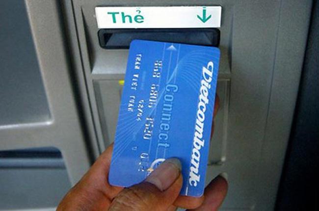 Bác yêu cầu đòi Vietcombank trả lại 5.500 đồng phí ATM