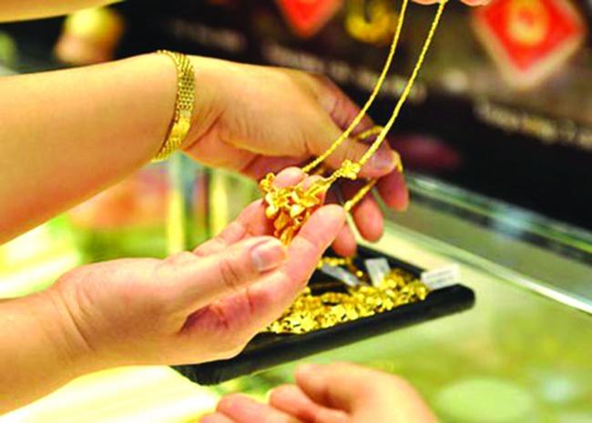 Giá vàng lên sát 35,7 triệu đồng/lượng khi vàng thế giới bứt phá