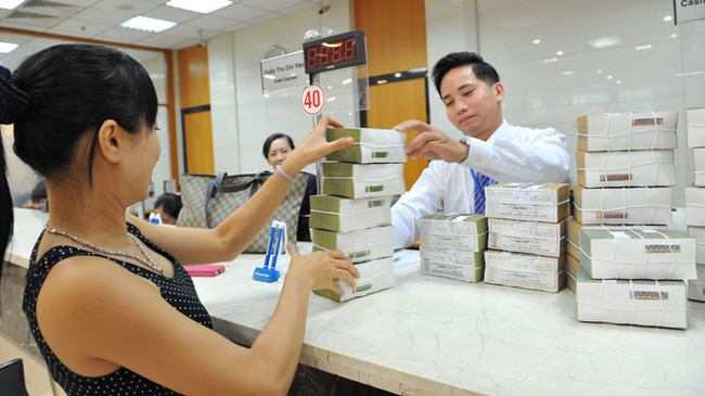 Bí đầu ra, nhiều ngân hàng giảm lãi suất huy động
