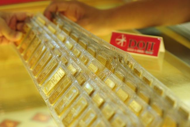 Giá vàng giảm 250 nghìn đồng/lượng
