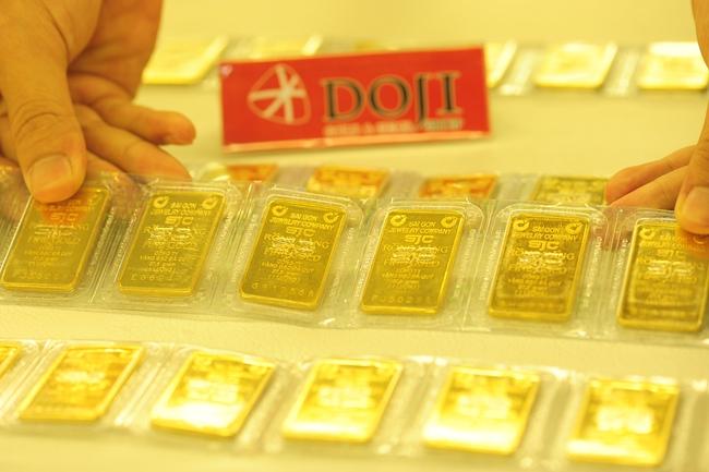 Tăng chậm, vàng trong nước còn cao hơn thế giới chưa đến 2 triệu đồng/lựợng