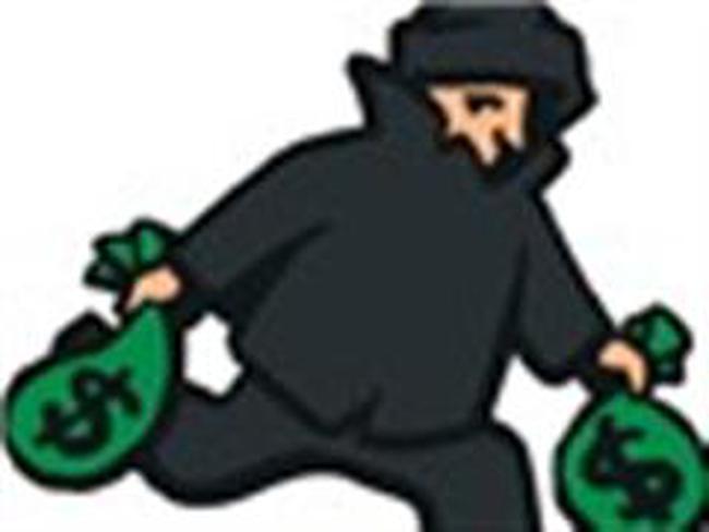 Người nước ngoài dùng thẻ ATM giả rút một valy tiền