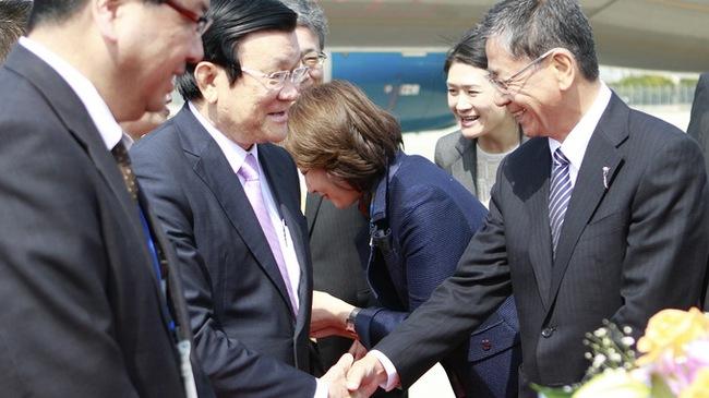 Chủ tịch nước đến Osaka thúc đẩy hợp tác kinh tế