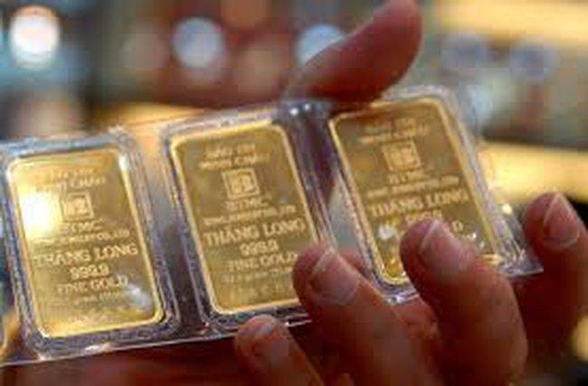 Giá vàng giảm 300 nghìn đồng/lượng trong tuần