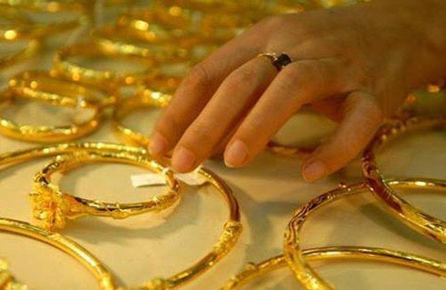 Giá vàng xuống dưới 35,8 triệu đồng/lượng