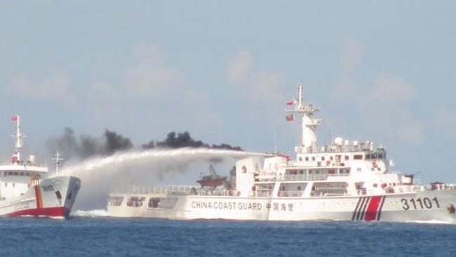 Tàu Trung Quốc đâm vào tàu cảnh sát biển Việt Nam làm thủng 4 chỗ