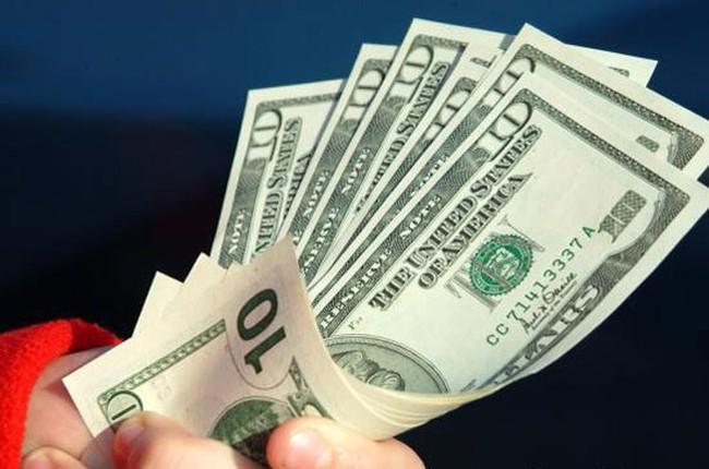 Tỷ giá ngày 5/6: USD tự do hạ nhiệt, USD ngân hàng vẫn neo cao