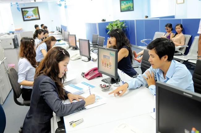Đề nghị ngân hàng bỏ quy định khách hàng phải chịu phí duy trì tài khoản thẻ