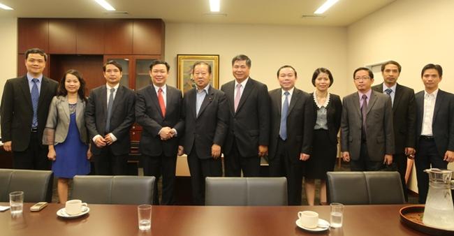 Trưởng Ban Kinh tế Trung ương thảo luận về học thuyết Abenomics