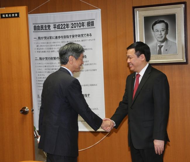 Trưởng Ban Kinh tế Trung ương trao đổi với nhiều quan chức cấp cao của Nhật Bản