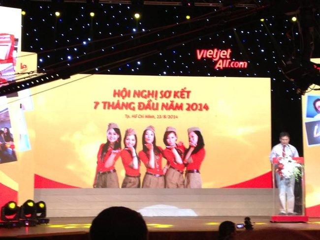 7 tháng: VietJet đạt doanh thu hơn 3.800 tỷ đồng, nộp ngân sách gần 350 tỷ