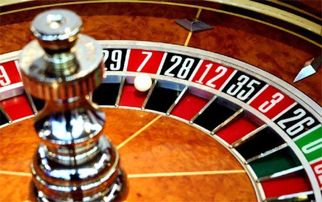 """Casino: """"Máy đẻ tiền"""" hay mầm mống tội phạm?"""