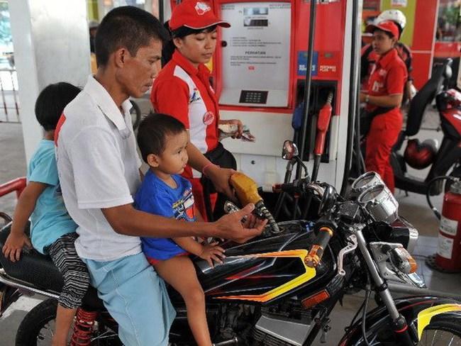 Indonesia tăng giá nhiên liệu nhằm cải thiện thâm hụt ngân sách