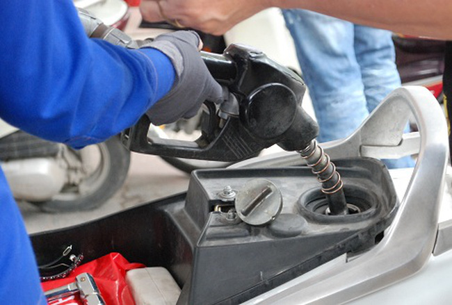 Tăng thêm 9-10% thuế nhập khẩu xăng dầu