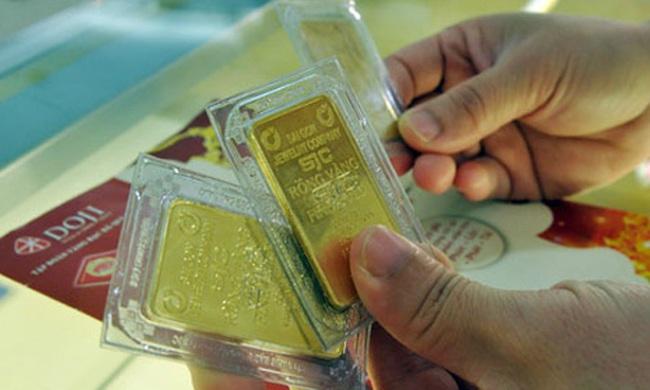 """Vàng, USD """"lặng sóng"""""""