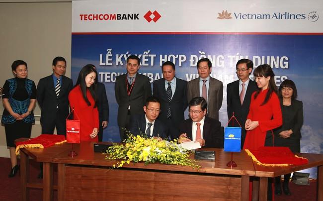 Techcombank cấp tín dụng gần 2.000 tỷ đồng cho Vietnam Airlines