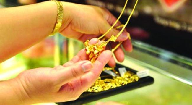 Giá vàng thế giới tăng vọt, vàng trong nước tăng nhỏ giọt