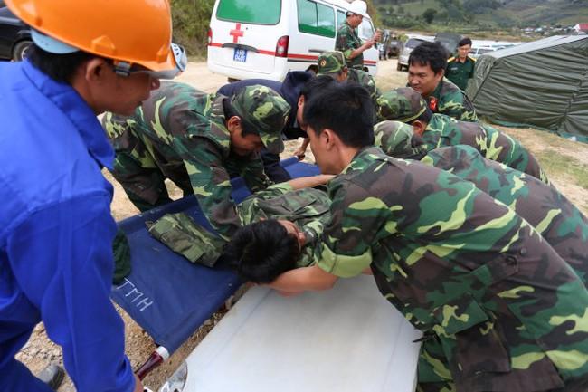 Vụ sập hầm Đạ Dâng: 12 công nhân đã được đưa ra khỏi hầm
