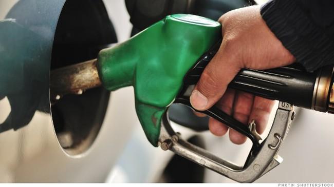 [Chart] Người Mỹ tiết kiệm được bao nhiêu nhờ giá dầu giảm?