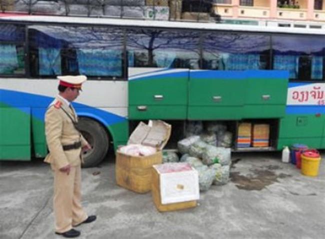 Buôn lậu manh động và liều lĩnh ở Cửa khẩu quốc tế Lao Bảo