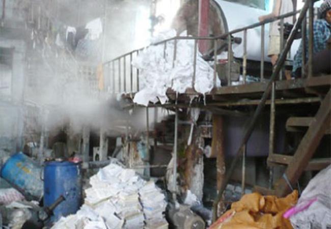 Xem công nghệ sản xuất giấy ăn từ... phế liệu