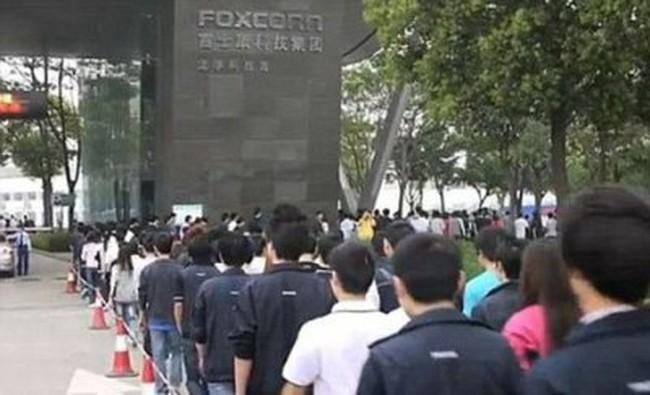 Bất chấp biểu tình, hàng nghìn người TQ vẫn muốn làm việc tại công ty sản xuất Iphone