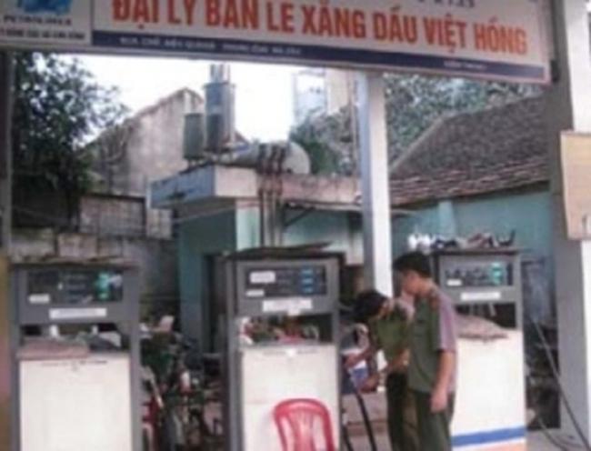 HN: Bắt quả tang, đình chỉ đại lý xăng dầu gian lận đo lường
