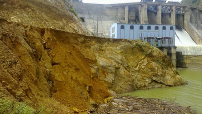 Sạt lở nghiêm trọng bờ kè nhà máy thủy điện Hố Hô